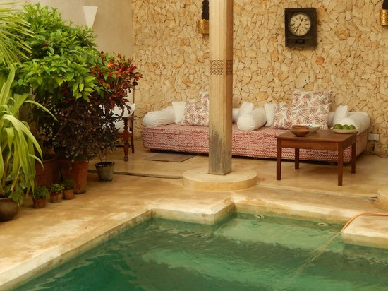Lamu House Hotel: One of the many secluded pool areas