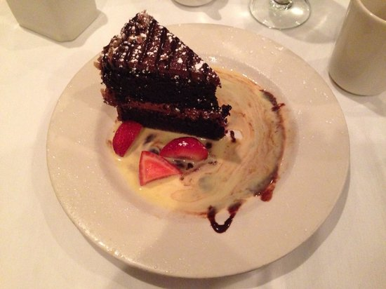 Augusta Grill: Pastel de chocolate, regular
