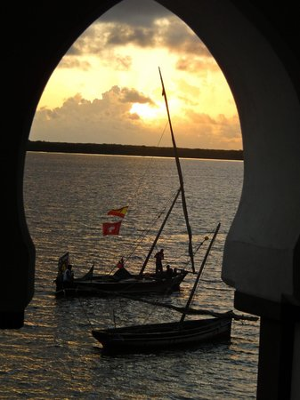 Lamu House Hotel: Sunset from the bedroom balcony