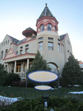 Nagle Warren Mansion Bed and Breakfast: Beautiful historic mansion