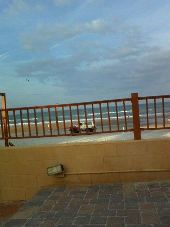 Beach House Inn: from Sun deck....early in morning/thankin god..