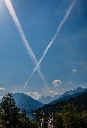 "Weissenseerhof Hotels: Blick aus dem Hotelfenster; passt gut zu ""Umweltverschmutzung nein Danke"""
