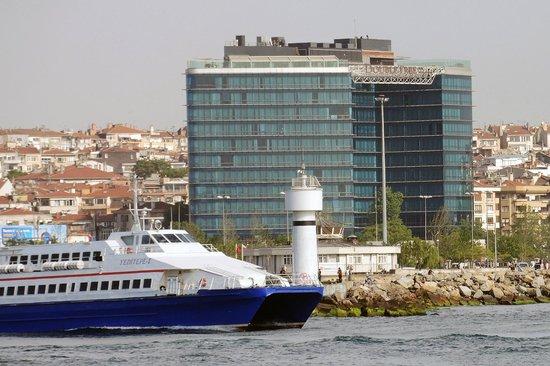 DoubleTree by Hilton Istanbul - Moda : Blick von der Seeseite