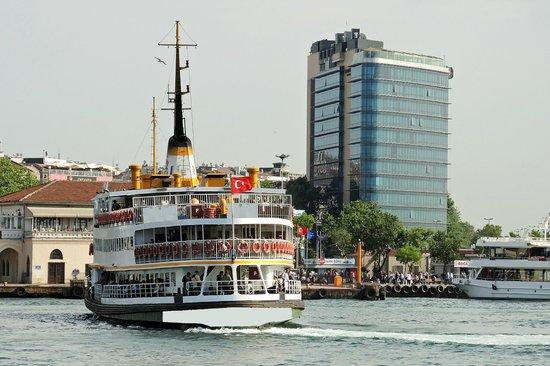DoubleTree by Hilton Istanbul - Moda : Blick von der Fähre auf's Hilton