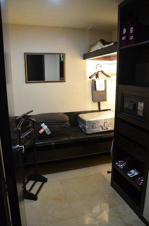 Fairmont Beijing: Ankleideraum