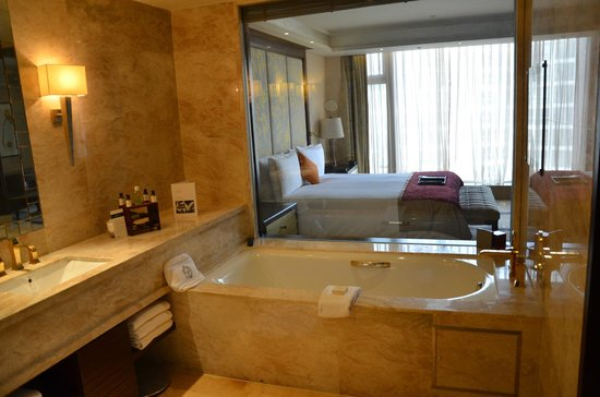 Fairmont Beijing: Blick vom Bad zum Schlafzimmer