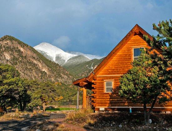 Mount Princeton Hot Springs Resort: Cabins sleep up to 10