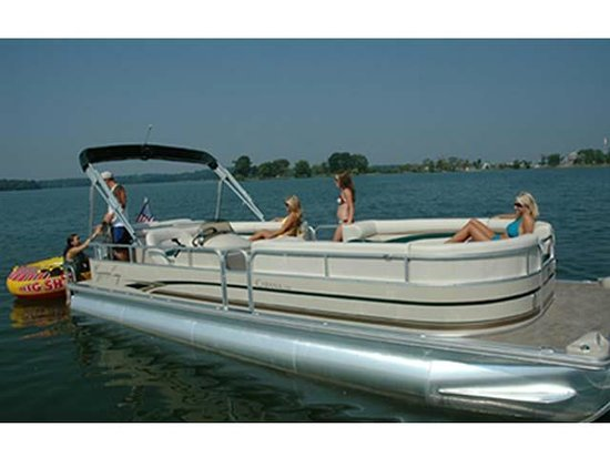 AAA Party Cove Watercraft Rentals: Family Fun on the Pond!