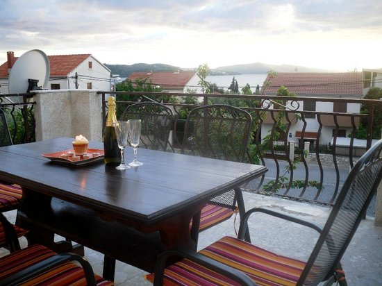 Apartments Vojin : Two bedroom apartment with sea view (5 adults)