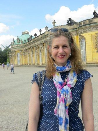 Gablinger Berlin Tours: Shlomit Laski at King Frederick's Palace at Sansoucci