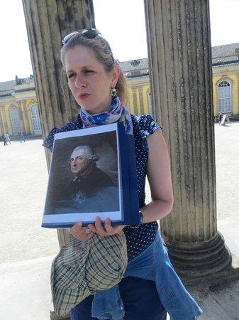 Gablinger Berlin Tours: Shlomit with a photo during our tour at Sansoucci