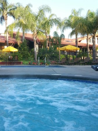 DoubleTree by Hilton Hotel Ontario Airport: Chillin in the hot-tub