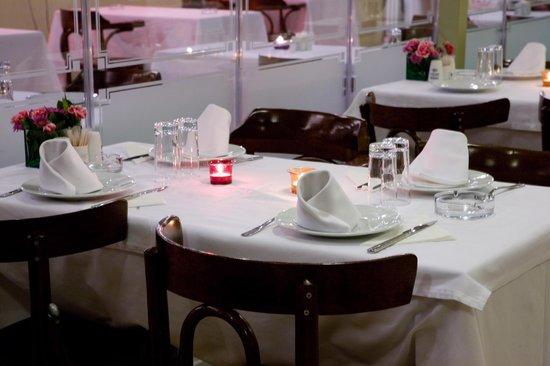 Karisma Sen Restaurant: Table with candles
