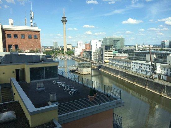 Innside Duesseldorf Hafen : Blick aus dem Zimmer