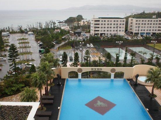 Okinawa Spa Resort EXES: 残念ながら雨の日の眺め