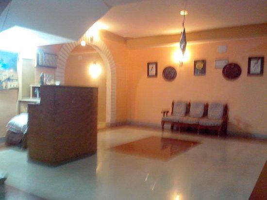 Monarch Hotel: Hotel lobby