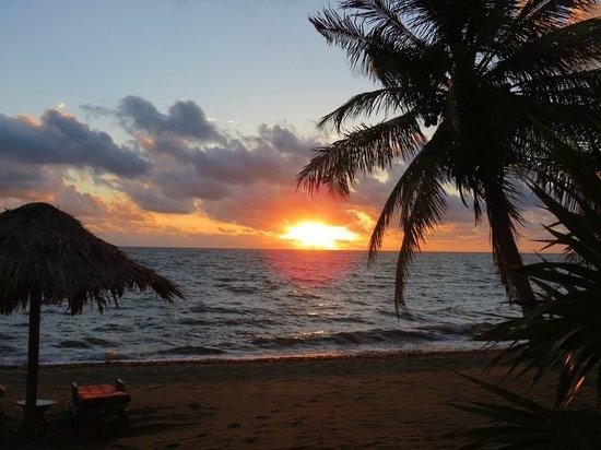 Almond Beach Resort & Spa : a gorgeous sunrise