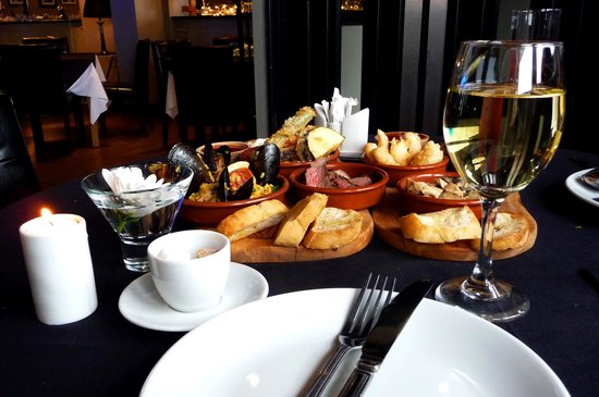 The Royal Hotel: White wine and tapas - lovely!