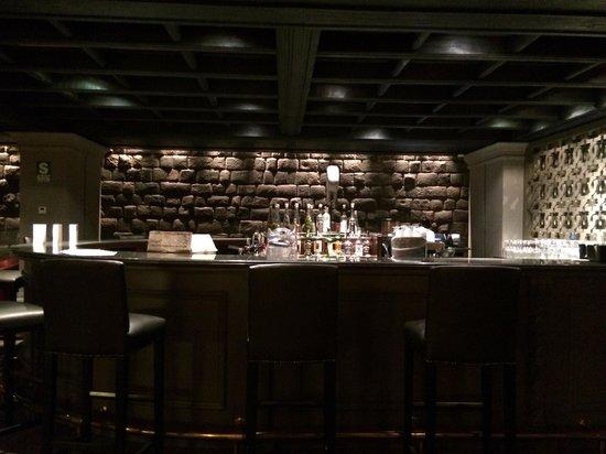 Palacio del Inka, a Luxury Collection Hotel: The bar area with original Incan stonework