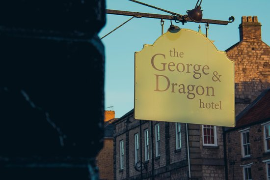 George & Dragon Hotel: Sign at Sunset