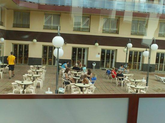 H·TOP Calella Palace: во дворе
