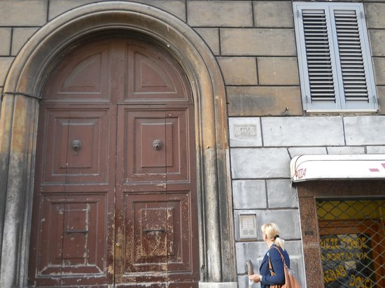 Rose Santamaria Residence: portone
