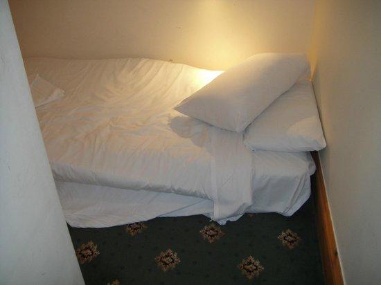 Craig-y-Nos Castle : mattress on the floor