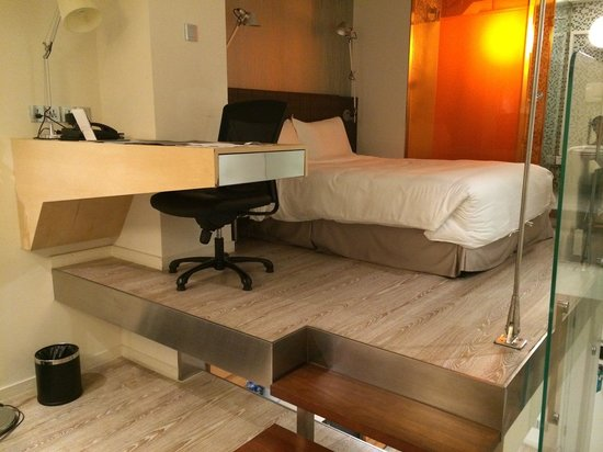 Modena By Fraser Putuo Shanghai : Bedroom with desk