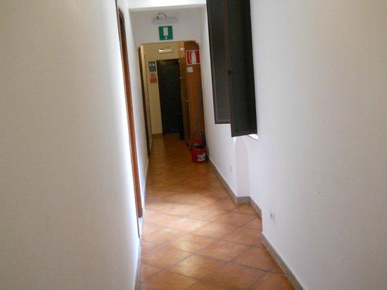 Rose Santamaria Residence: veduta del corridoio