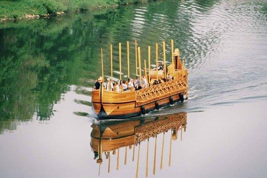 Neumagen-Dhron, Germany: Stelle Noviomagi - das Weinschiff auf der Mosel