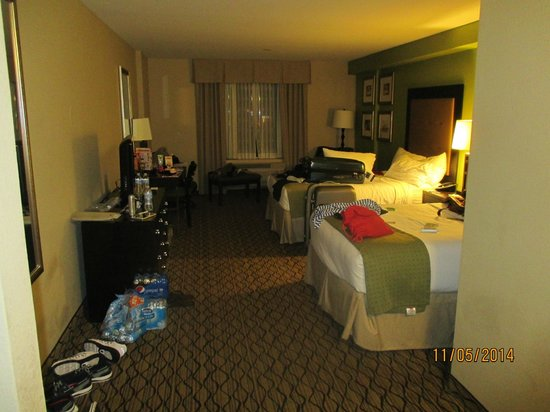 Holiday Inn & Suites Across from Universal Orlando: Quarto 506