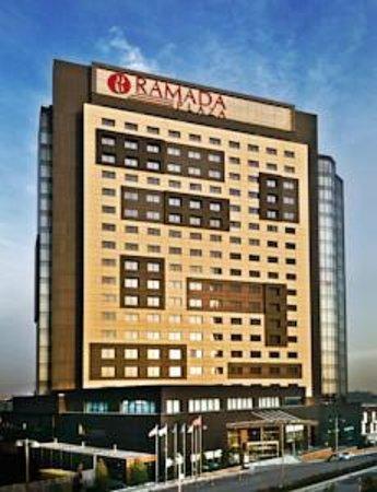 Ramada Plaza Istanbul Tekstilkent: Front of hotel