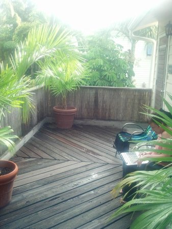 Authors Key West Guesthouse: View of outside deck of Audubon room