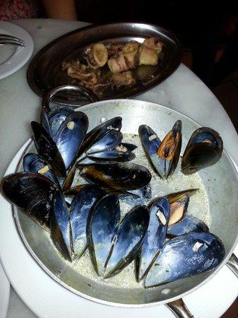 La Peninsular: Lekkere Tapas,  heerlijke mosseltjes en calamares