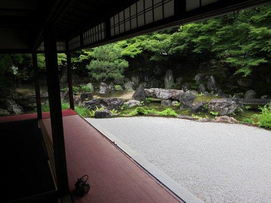 Entokuin Temple: lovely gardens