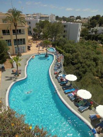 Ferrera Beach Apartments: Pool Bereich
