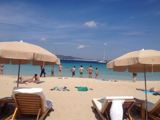 Cala Bassa Beach Club: View from 2nd row lounger.