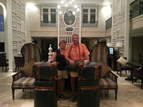 Centara Grand Beach Resort Samui: Linda and I on morning of departure (in lobby)