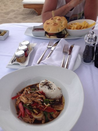 Cala Bassa Beach Club: Gorgeous lunch served at your lounger