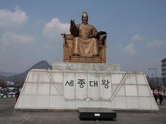 Gwanghwamun Gate: 光化門広場