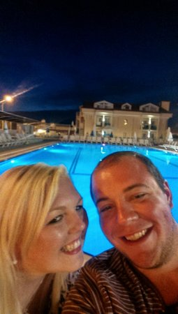 Aes Club Hotel: By the pool in the evening