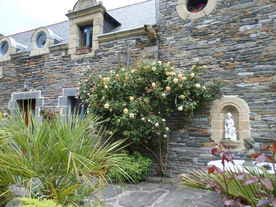 Le Clos Saint Fiacre: maison vue du jardin