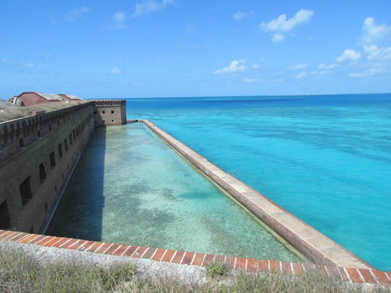 Dry Tortugas National Park: Moat around the fort
