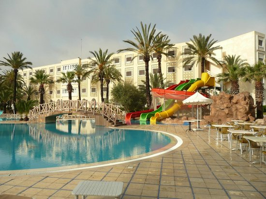 Hotel Marhaba: pool and part of hotel