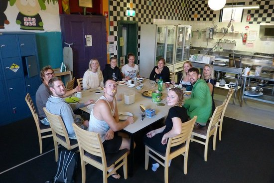 Old Fire Station Backpackers Fremantle : Having lunch with the hostel family