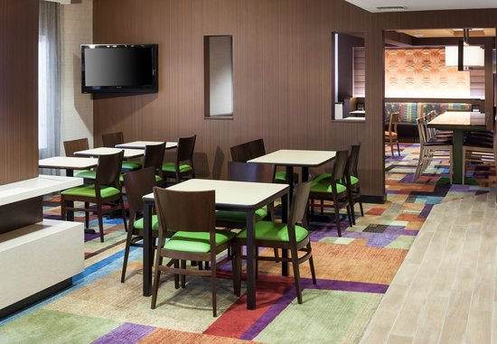 Fairfield Inn Santa Clarita Valencia : Breakfast Area