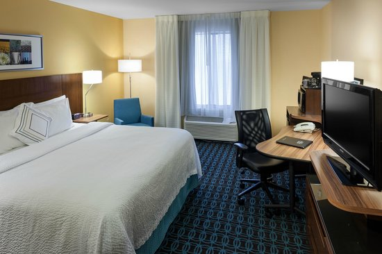 Fairfield Inn Santa Clarita Valencia : Single King Guest Room