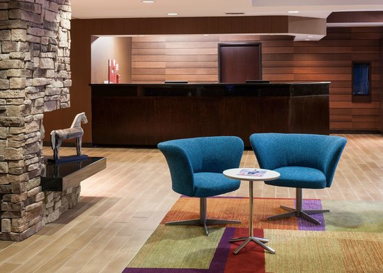 Fairfield Inn Santa Clarita Valencia : Lobby Seating Area