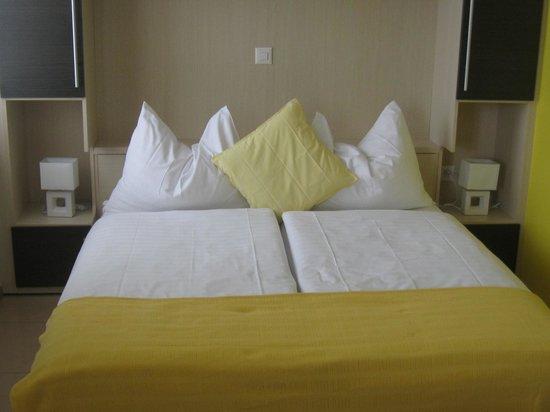 Hotel du Faucon: Comfy bed