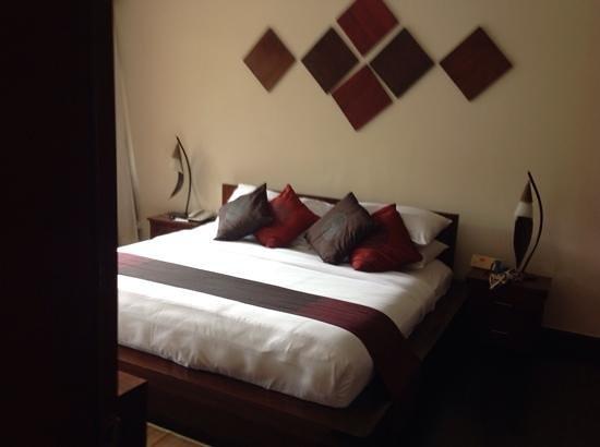 Grand Aston Bali Beach Resort: comfortable king size bed